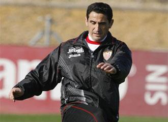 Manolo Jim�nez, en un entrenamiento.