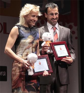 Marta Dom�nguez y Bragado recogen el premio