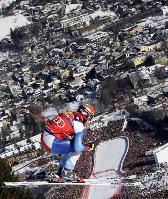 El suizo Didier Cuche, en plena disputa de la prueba