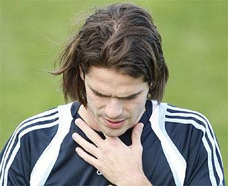 Fernando Gago, cabizbajon en un entrenamiento del Real Madrid