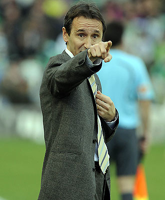 Oliva hace gestos en un partido