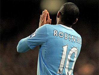 Robinho parece haber olvidado sus intenciones de triunfar en Inglaterra.