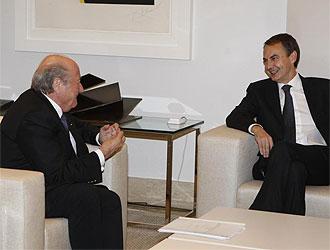 Zapatero y Blatter durante un momento de la reuni�n de esta ma�ana.