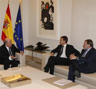 Blatter junto a Zapatero y Lissavetzky durante el encuentro en la Moncloa