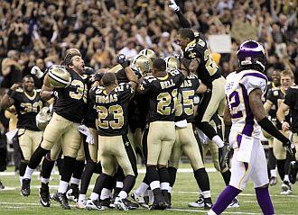 Los jugadores de los Saints celebran su clasificaci�n para la Super Bowl.