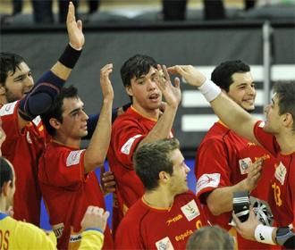 Los jugadores de Espa�a celebran la victoria ante Eslovenia.
