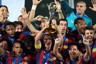 Los jugadores del Barcelona celebran el Mundial de Clubes, sexto t�tulo de la temporada pasada.