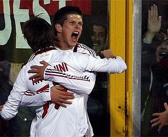 Huntelaar celebra el segundo gol que le marcó al Catania en el que ha sido su mejor partido con el Milan