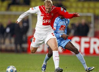 Gudjohnsen durante un partido con el M�naco.