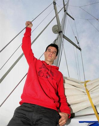 Koke Contreras posando para MARCA en el puerto deportivo de Benalm�dena.