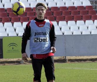 Stankevicius, una de las caras nuevas de la Liga, entren�ndose con el Sevilla.