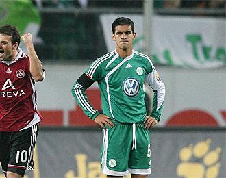 Ricardo Costa se lamenta tras un gol recibido con el Wolfsburgo.