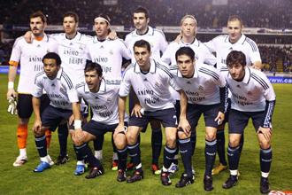 Once titular que dispuso el Real Madrid en Riazor este s�bado con camisetas de apoyo a Filipe Luis.