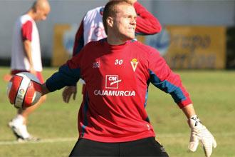 Alberto durante un entrenamiento del Murcia.