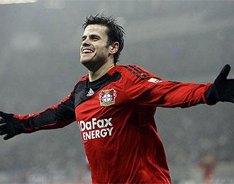 Barnetta celebra un gol de con equipo, el Bayer Leverkusen