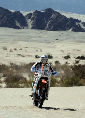 Luca Manca durante una de las etapas del Dakar