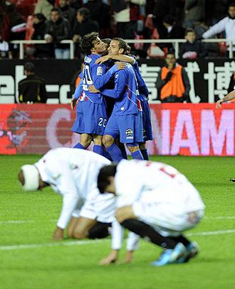 Los jugadores del Getafe celebran un gol al Sevilla en el �ltimo duelo liguero.