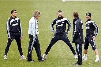Arbeloa, Albiol y Ramos charlan con Pellegrini