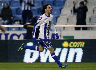Juam Rodr�guez celebra un gol con la camiseta del Deportivo