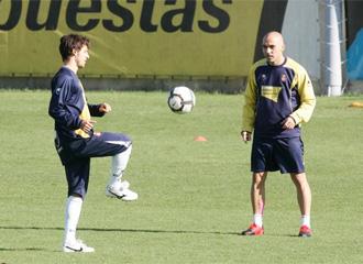 De la Pe�a, junto a Coro en un entrenamiento del Espanyol