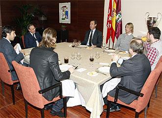 Ra�l, Casillas, Guti, Sergio Ramos almorzaron con Florentino, Valdano y Pardeza para tratar el tema de las primas