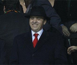 Del Nido sonr�e en el palco del Pizju�n.