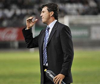 Jos� Gonz�lez se lamenta en un partido.