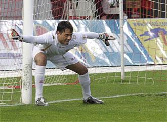 Diego Alves, durante un partido.