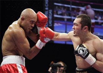 Shumenov y Campillo durante el pol�mico combate