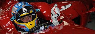 Alonso a los mandos de su Ferrari