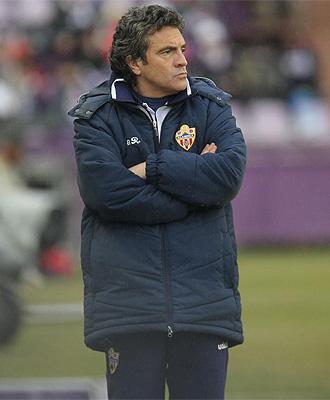 Juan Manuel Lillo, durante un partido con el Almer�a
