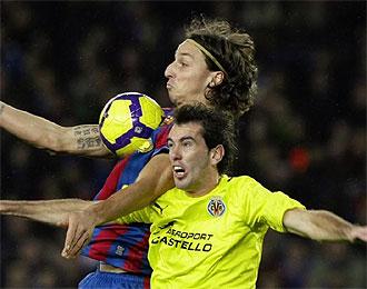 God�n disputa un bal�n a�reo con Ibrahimovic.