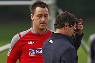 John Terry junto a Fabio Capello en una entrenamiento de la selecci�n inglesa