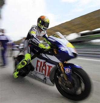 Valentino Rossi, a los mandos de su Yamaha en Sepang