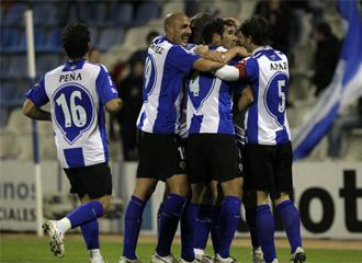 Los jugadores del H�rcules celebran un gol