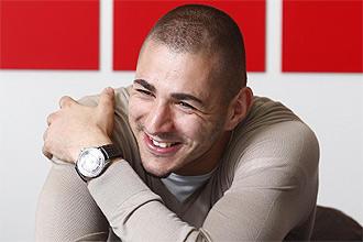 Karim Benzema sonr�e en un momento de la entrevista a MARCA