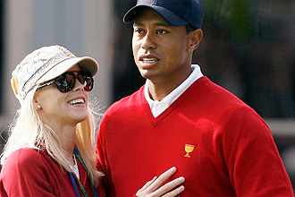 Tiger junto a su esposa Elin