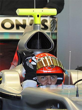 Michael Schumacher, a los mandos de su Mercedes GP en Cheste