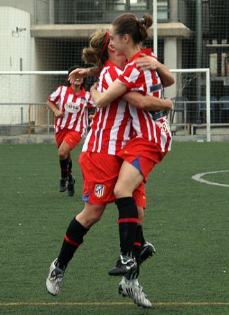 Priscila celebra su gol ante el Levante con una compañera.