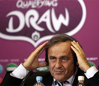 Platini, durante la rueda de prensa