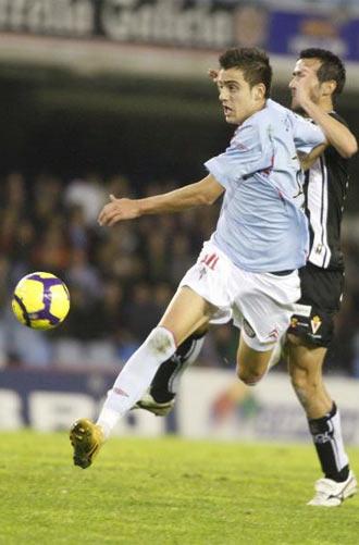 Joselu efect�a un disparo durante un partido