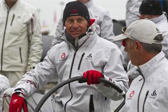 Bertarelli, a bordo del Alinghi y a la espera de que comenzase la primera regata de la America's Cup.-