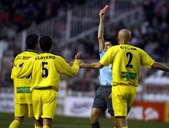 Moreno vio la tarjeta roja en Vallecas.