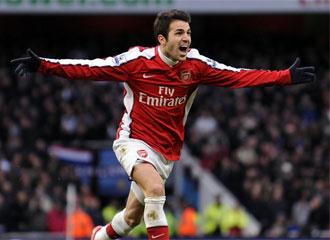 Cesc F�bregas celebra un gol.