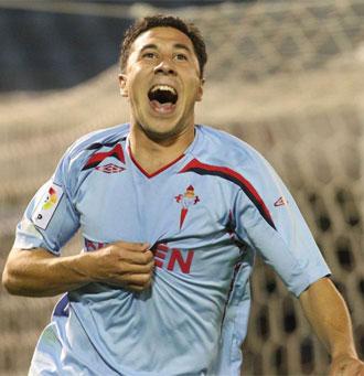 Roberto Lago celebra un gol