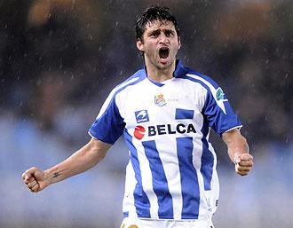 Carlos Bueno celebrando un gol