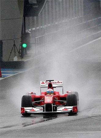 Fernando Alonso, a los mandos de su F10 en Jerez.