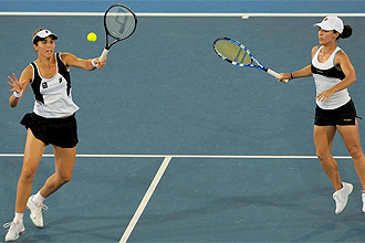 Mar�a Jos� Mart�nez y Nuria Llagostera, en el dobles