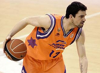 Rafa Mart�nez, durante un partido
