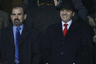 �ngel Torres, junto a Jos� Mar�a Del Nido, durante el partido de vuelta de las semifinales de Copa